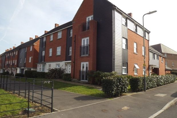 2 bed flat to rent in Appleton Drive, Basingstoke