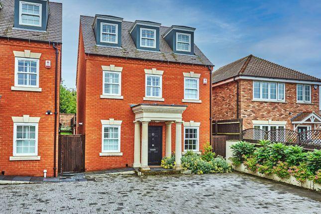 Thumbnail Detached house for sale in Dunstable Road, Caddington, Luton, Bedfordshire