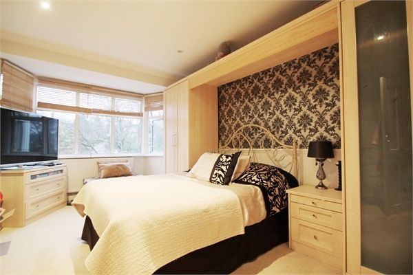 Thumbnail Semi-detached house to rent in The Vale, Southgate, London