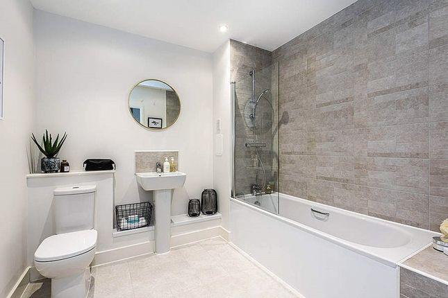 Bathroom of Lambourne House, Apple Yard, London SE20