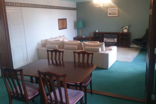 Thumbnail Flat to rent in Market Square, Fishguard