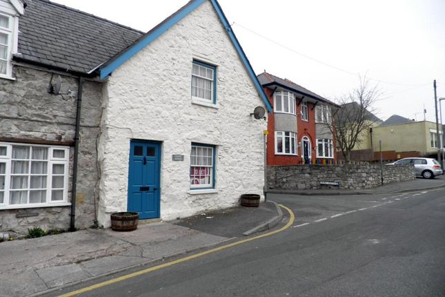 Thumbnail Cottage to rent in Gwindy Street, Rhuddlan