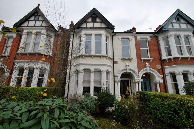 2 bed flat to rent in Bradley Gardens, London