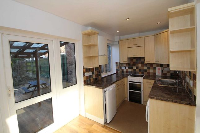 Thumbnail Terraced house to rent in Glenview Road, Hemel Hempstead
