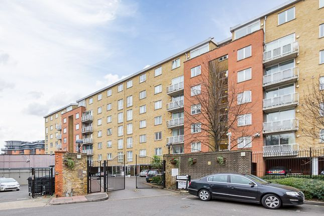 Thumbnail Flat to rent in 32 Regent Court, 1 North Bank, Lodge Road
