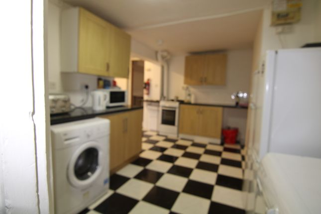 Thumbnail Terraced house to rent in Kingsbury Road, Dalston