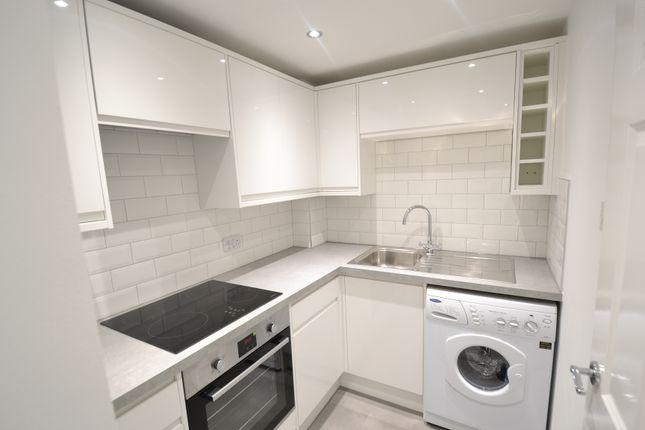 Thumbnail Flat to rent in Grove Avenue, Wilmslow