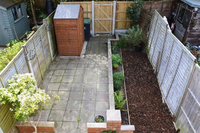 Garden of Ivy Close, Gillingham SP8