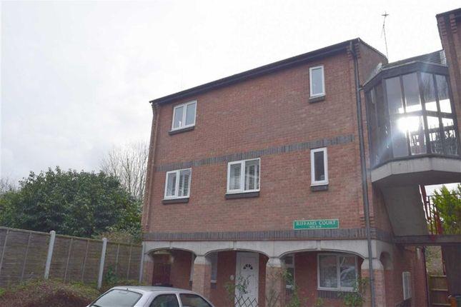 Thumbnail Flat to rent in Riffams Court, Basildon, Essex