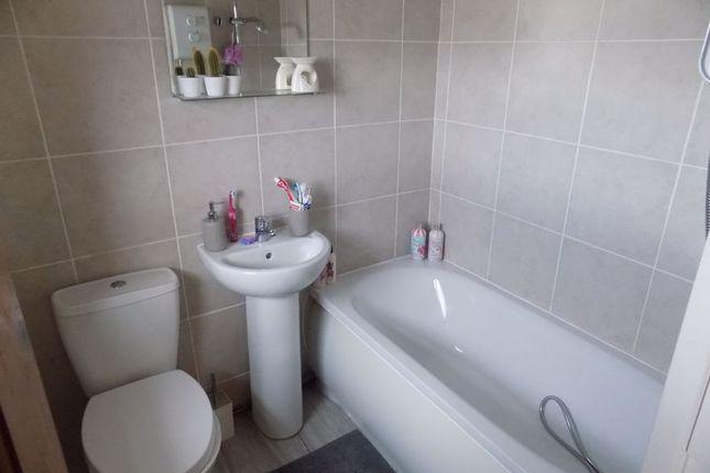 Bathroom of Cliffe View, Allerton, Bradford BD15
