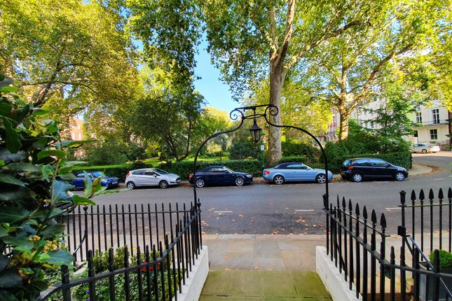 Thumbnail Flat to rent in 28 Kensington Square, London
