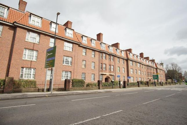 Thumbnail Flat to rent in Hillsborough Flats, Hotwell Road, Hotwells, Bristol