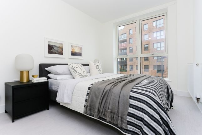 1 bedroom flat for sale in Troubridge Square, Walthamstow