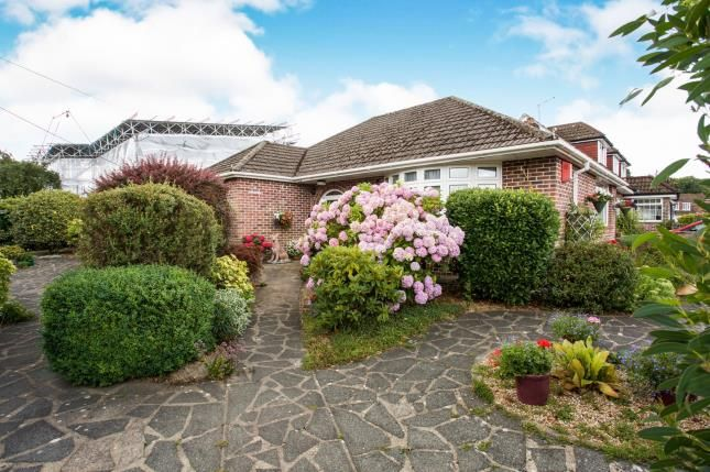 Thumbnail Bungalow for sale in West End, Southampton, Hampshire