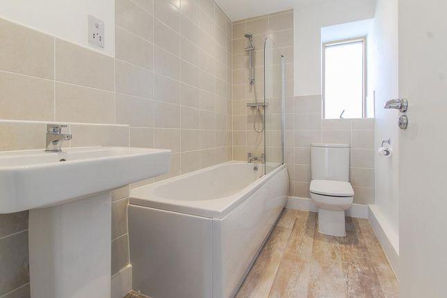 Bathroom of Portside Street, Nottingham NG2