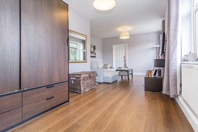 Studio to rent in Guys Retreat, North End, Buckhurst Hill IG9
