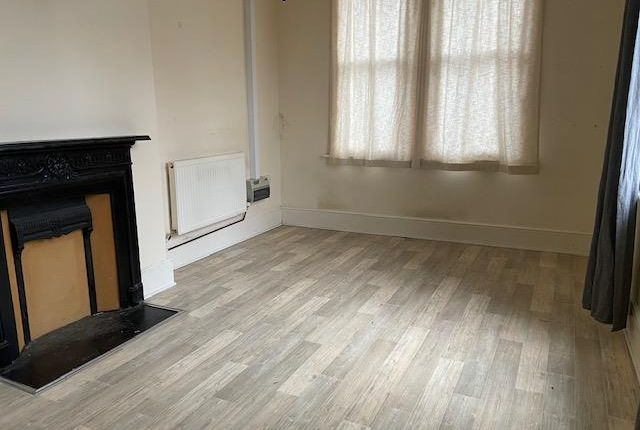 1 bed flat to rent in High Street, Long Sutton, Spalding PE12