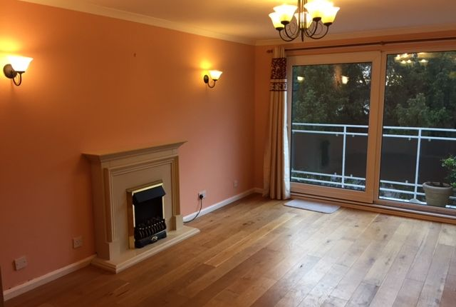 2 bed flat to rent in Northover Close, Bristol
