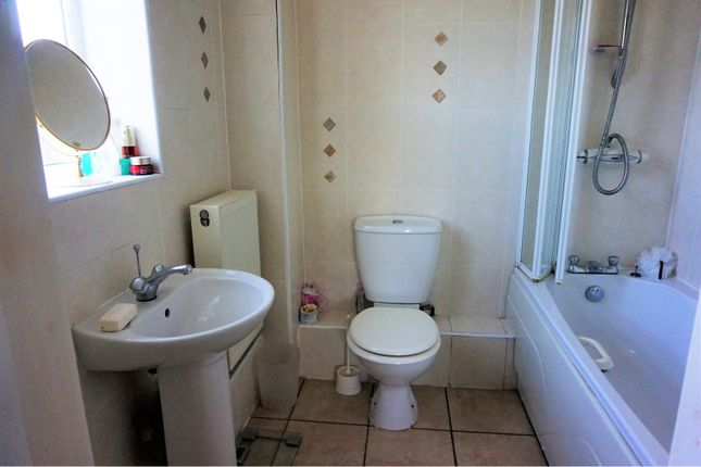 Master En-Suite of Otley Old Road, Leeds LS16