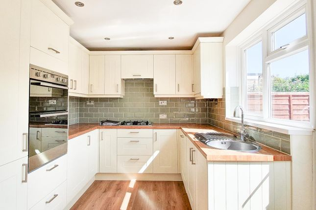 3 bed property to rent in Sorrell Road, Horsham RH12