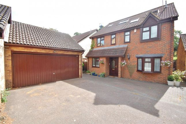 Thumbnail Property to rent in Sydenham Close, Romford