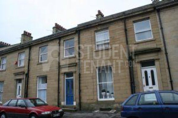 Thumbnail Shared accommodation to rent in Wentworth Street, Huddersfield