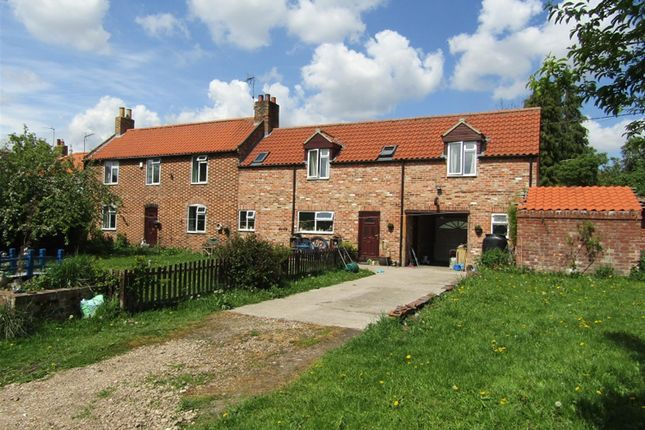 Thumbnail Farmhouse for sale in Wapping Lane, Marton, Gainsborough