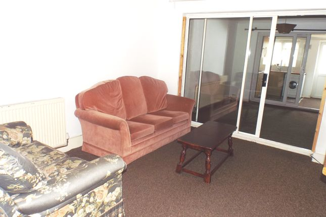 Thumbnail Maisonette to rent in Staines Road, Feltham, Middlesex
