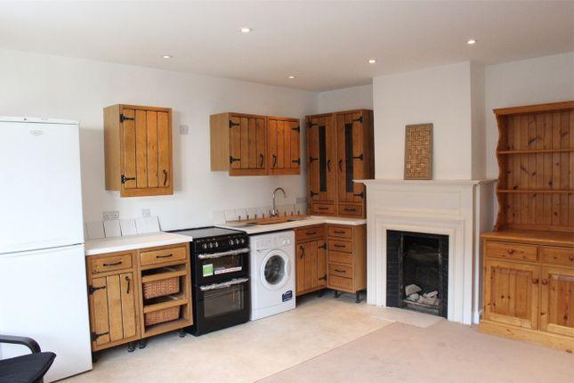 Thumbnail Flat to rent in Churchfield, Chalfont St Peter, Buckinghamshire