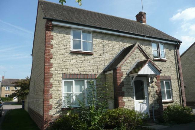 4 bed detached house to rent in Corncrake Way, Bicester