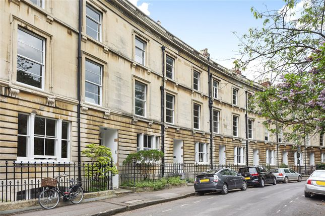Thumbnail Terraced house to rent in Park Town, Oxford