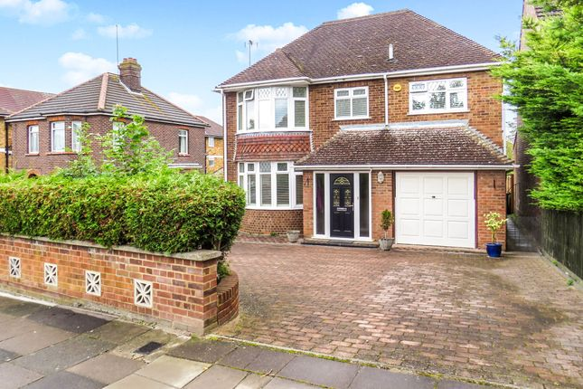 Thumbnail Detached house for sale in Meadway, Dunstable