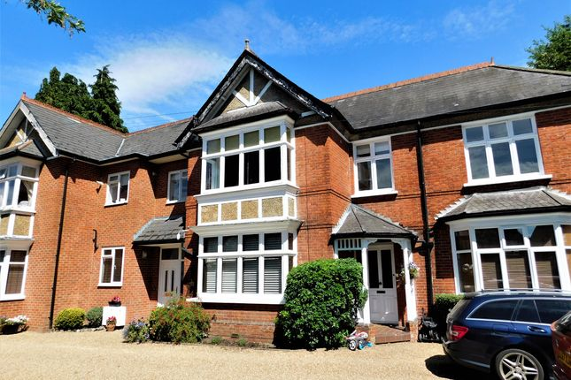 1 bed flat to rent in New Haw Road, Addlestone KT15