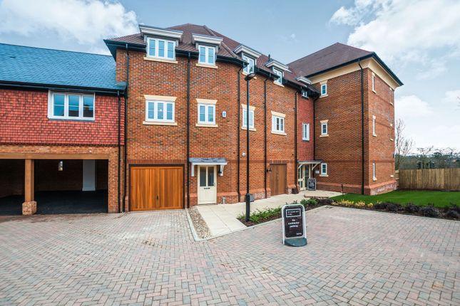 Thumbnail Maisonette to rent in Charlock Place, Woodhurst Park, Warfield