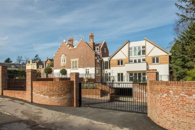 Thumbnail Flat for sale in South Park Drive, Gerrards Cross, Buckinghamshire