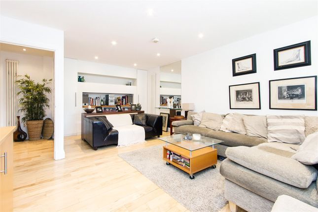 Thumbnail End terrace house for sale in Graduate Place, London