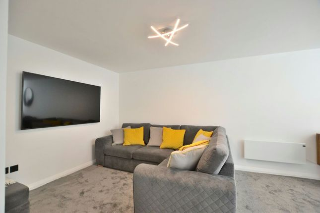 Lounge of Madison Square, Liverpool L1