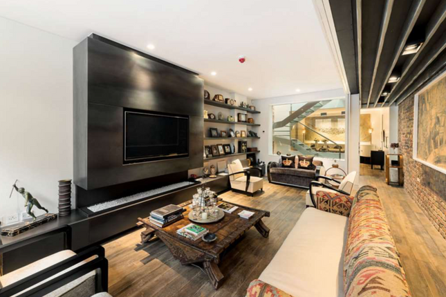 Thumbnail Property for sale in Ennismore Mews, London