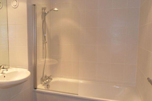 Bathroom of Tabley Street, Liverpool L1