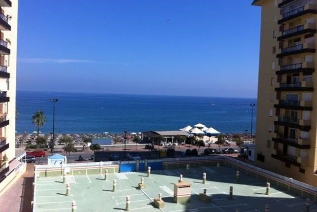 2 bed apartment for sale in Fuengirola, Málaga, Spain
