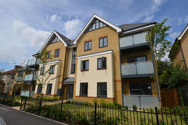 Thumbnail Flat to rent in Frays Court, West Drayton