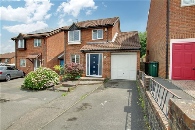 Thumbnail Link-detached house for sale in Ranmore Close, Tollgate Hill, Crawley