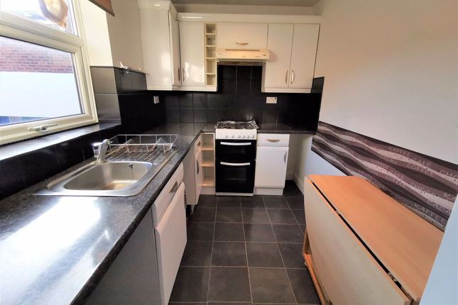 1 bed property to rent in Longbanks, Harlow, Essex CM18