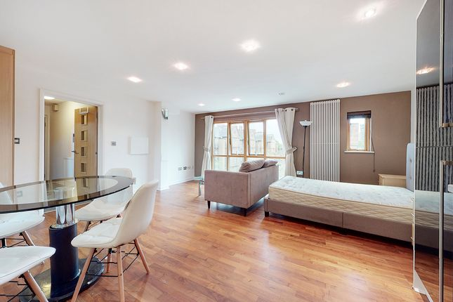 Studio to rent in Cable Street, Shadwell E1