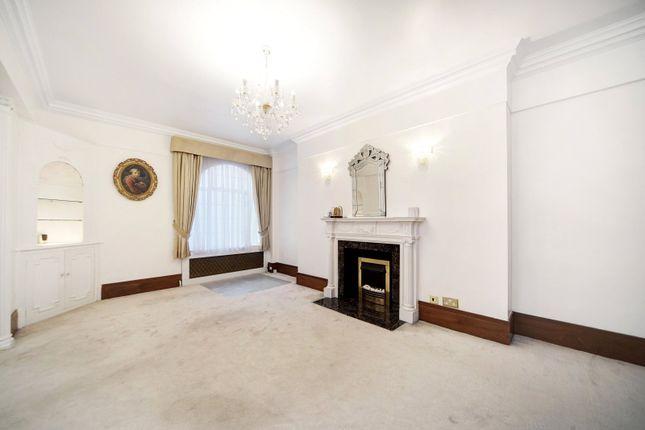 Flat to rent in Berkeley Court, Marylebone Road, London