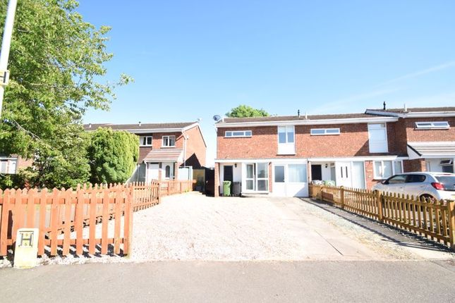 3 bed terraced house to rent in Pennine Road, Bromsgrove B61