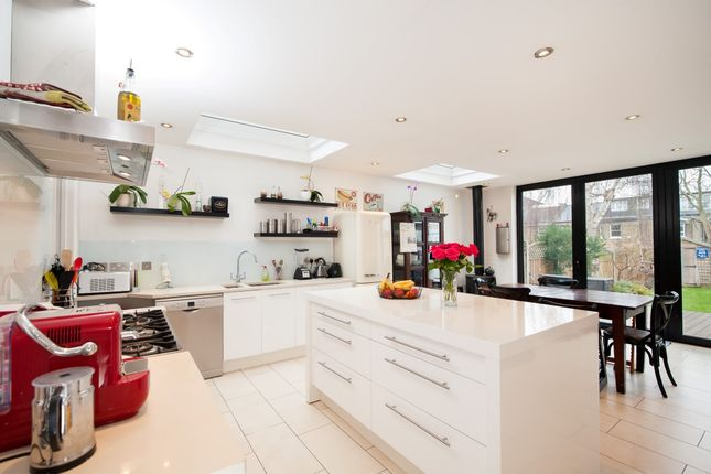 Thumbnail Terraced house to rent in Kempe Road, London
