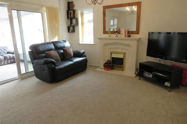 Thumbnail Property to rent in Lobbs Wood Close, Leicester
