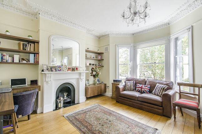 2 bed flat to rent in Crondace Road, London