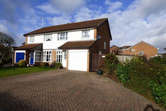 3 bed property to rent in Riding Way, Wokingham